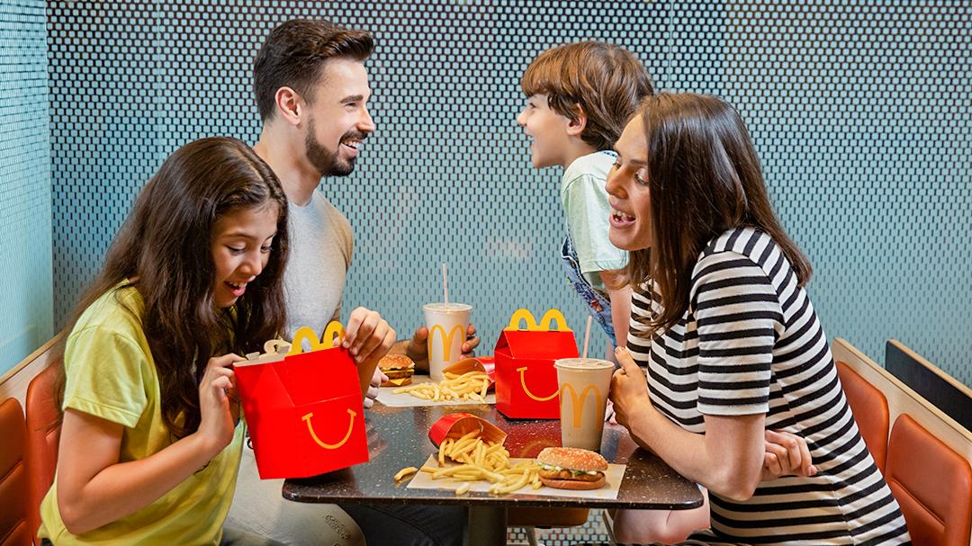 [Colombia] Según un estudio científico: La Cajita Feliz de McDonald's tiene el mejor balance nutricional para niños, respecto a otras marcas de servicio rápido en Colombia con las que fue comparada