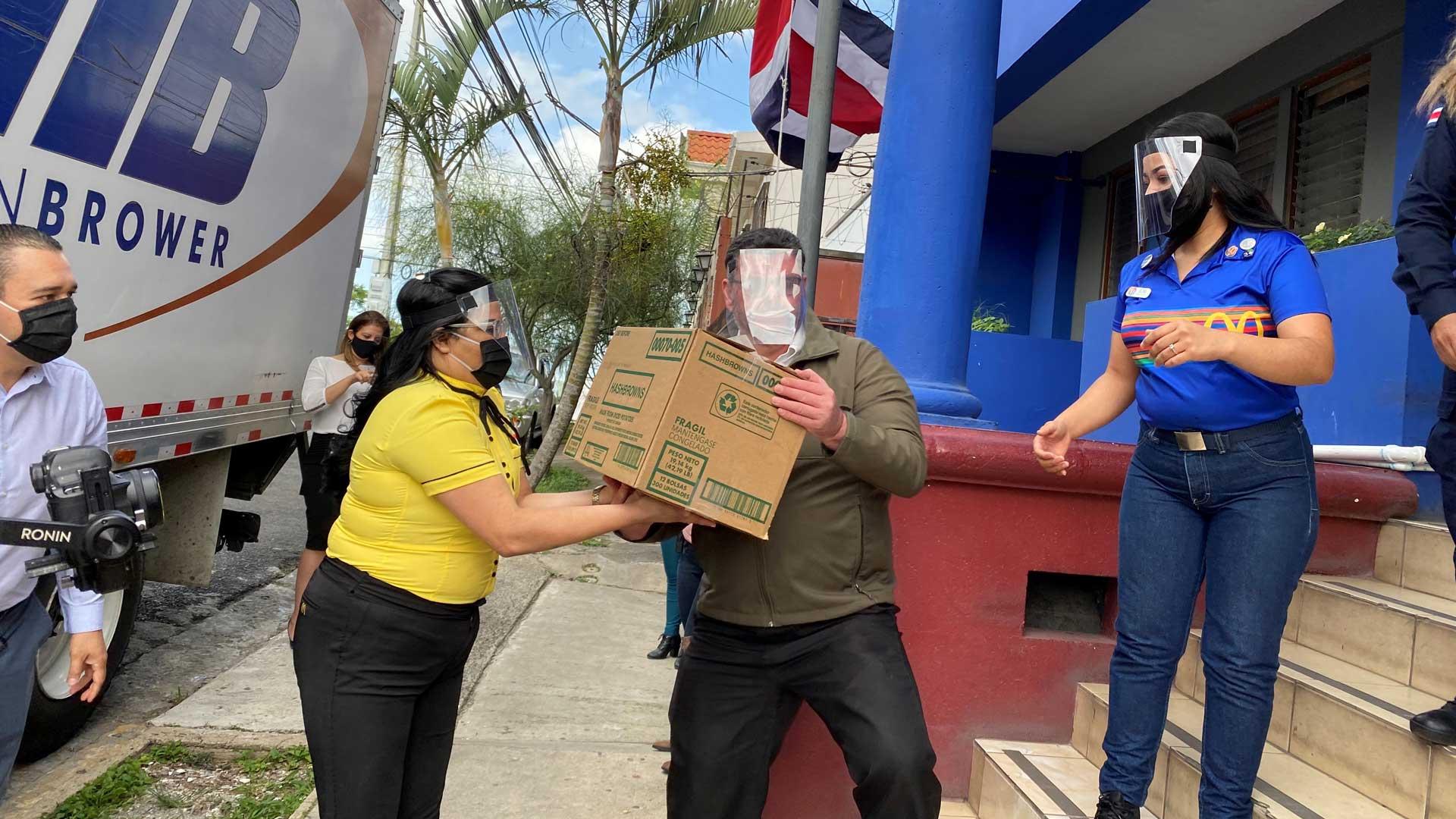 [Costa Rica] McDonald's dona ₡20 millones en alimentos para oficiales de Fuerza Pública gracias a convenio con la CNE