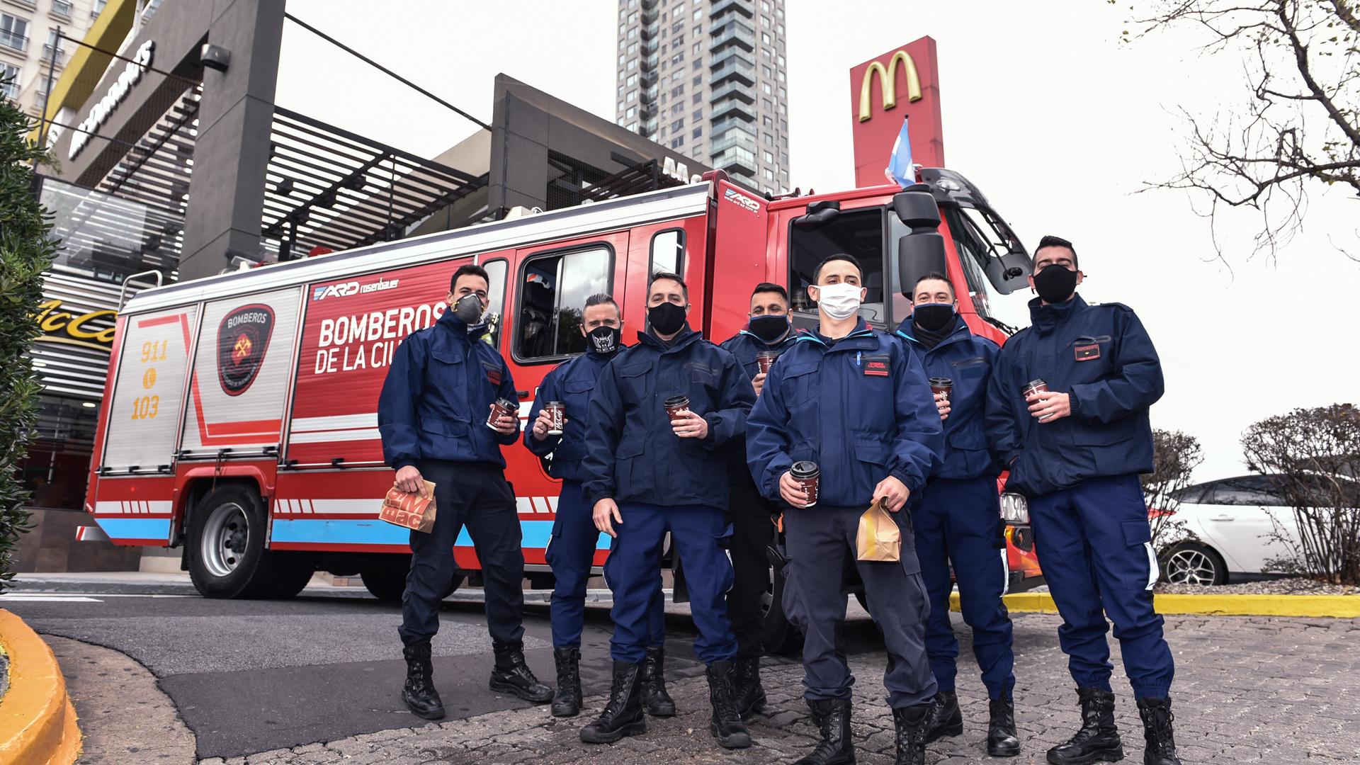 """[Argentina] """"Héroes sobre ruedas"""": un desayuno gratis de McDonald's para quienes están trabajando en la calle durante esta pandemia"""