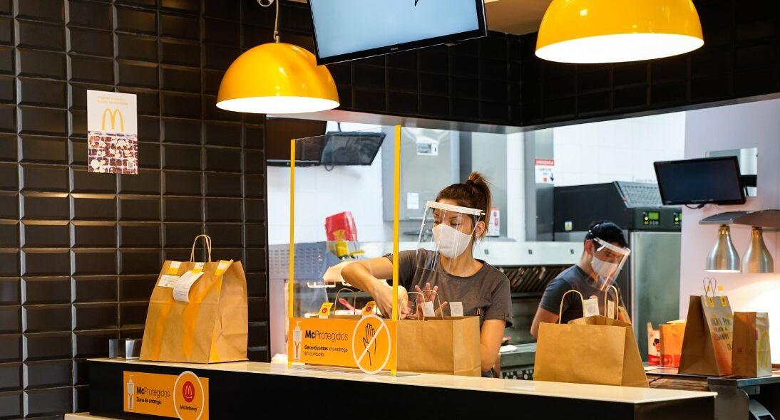 [Argentina] McDonald's reabrió su local en Aeroparque con los más estrictos protocolos para recibir a sus clientes