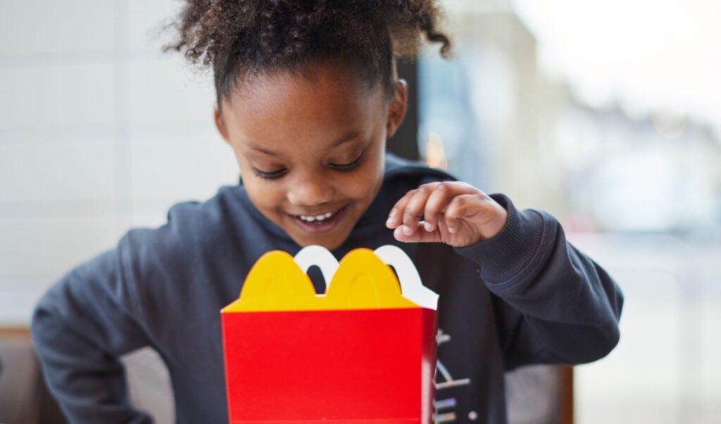 Arcos Dorados remove cores e sabores artificiais dos produtos McDonald's McLanche Feliz