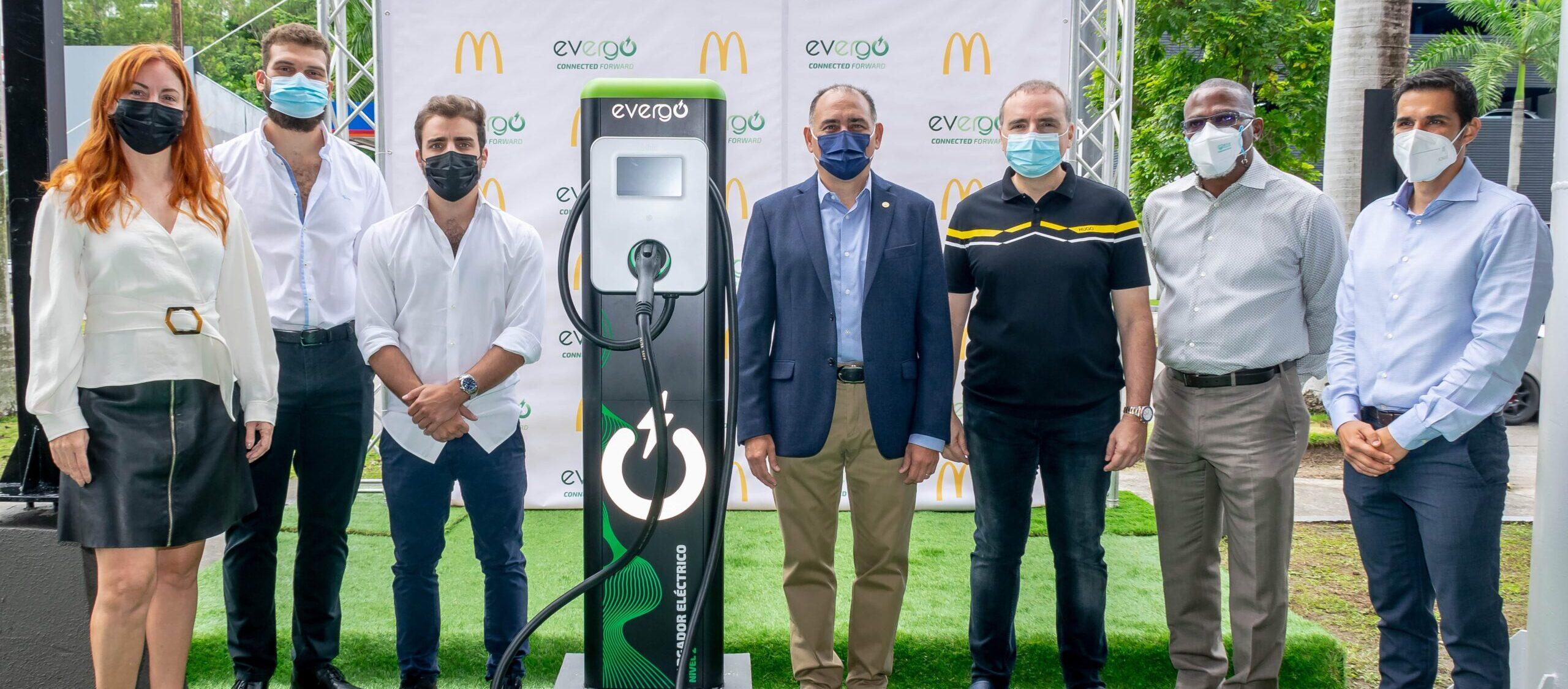 [Panamá] Arcos Dorados promueve la movilidad eléctrica con un proyecto de instalación de 16 estaciones de carga Evergo