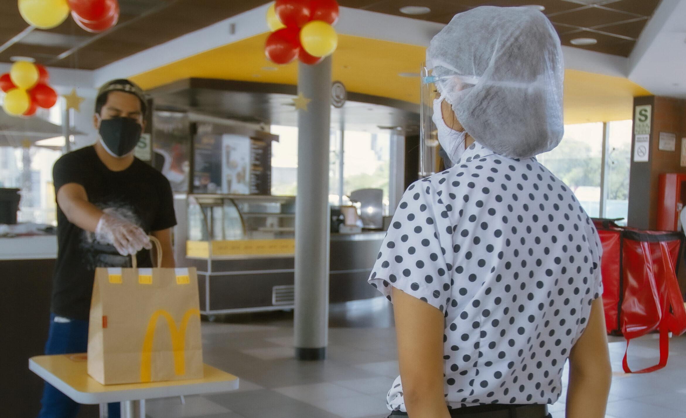 [Perú] Miraflores: restaurantes de McDonald's reciben el sello Safe Travels del Consejo Mundial de Viaje y el Turismo